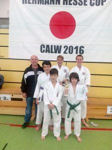 die-erfolgreichen-Teilnehmer-mit-ihrem-Trainer-Georg-Kirchgessner